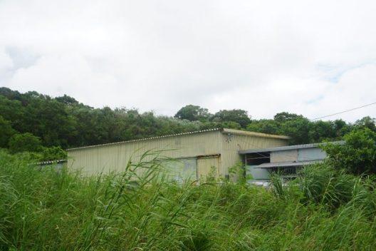 西原町幸地の倉庫